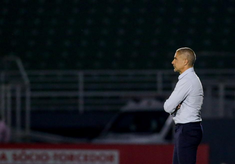 Pressão por demissão de Sylvinho chega ao Parque São Jorge, mas Corinthians mantém bolha