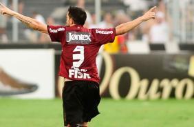 Chicão comemora gol de pênalti do Corinthians