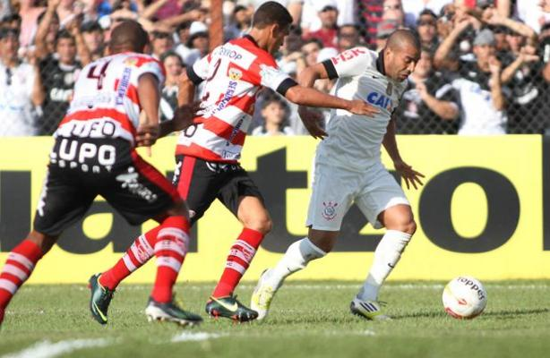 Emerson fez mais uma boa partida mas o Corinthians acabou perdendo