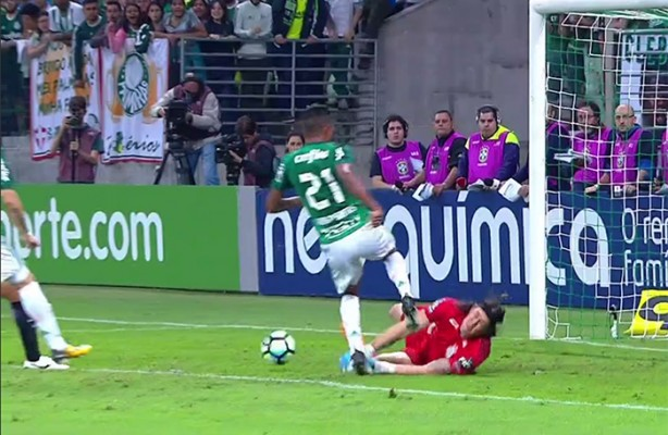 VÍDEO  Confira os melhores momentos de Palmeiras 0x2 Corinthians fbf3fb24c049b
