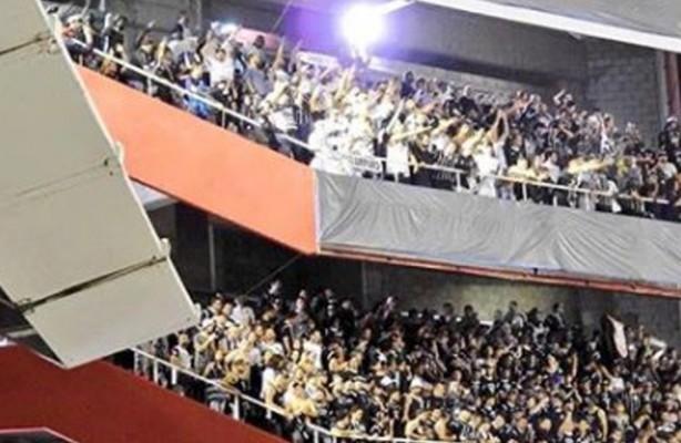 c035426c80 VÍDEO  Torcida cantando o hino do Corinthians na Argentina