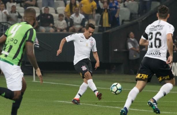 VÍDEO  Confira o gol do Jadson 42fef3e291f57