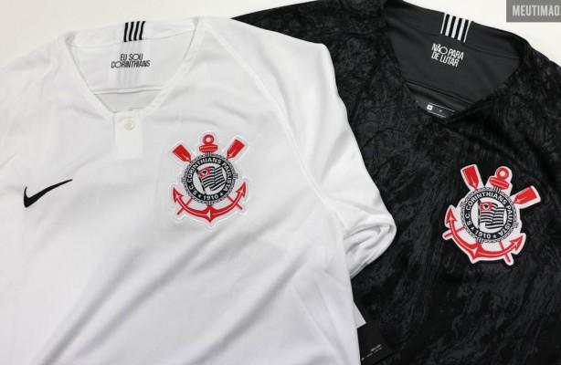 5b2e2f2426 VÍDEO  Unboxing das novas camisas do Corinthians 2018 19