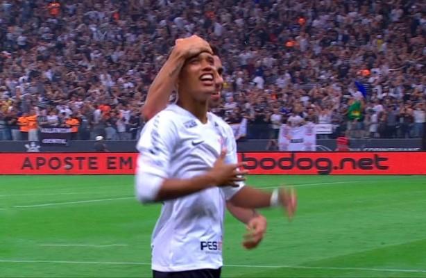 VÍDEO  Confira os gols da vitória do Corinthians sobre o Flamengo 78bfcf58d2be6