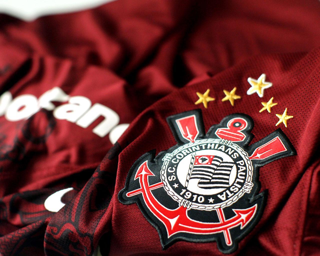 Luan no Timão? Corinthians posta foto do uniforme de 2012 usada pelo atacante e agita Fiel nas redes sociais