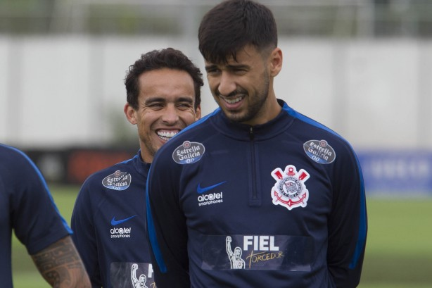 Volante vai defender as cores do Atlético Paranaense até o final do ano