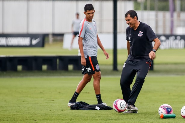 f2877cd715 Matheus Matias será preparado para estrear pelo Corinthians no Brasileirão