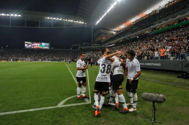 Corinthians bateu o Vitória e se classificou às quartas da Copa do Brasil  na última partida afed18e59dcb7