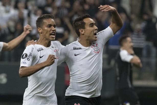 301f42a4ff Jadson foi titular na vitória de 2 a 1 do Corinthians sobre o Flamengo