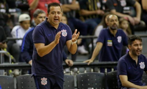 Treinador André Bié comanda a equipe de futsal do Corinthians desde 2016 11d7177c5a918