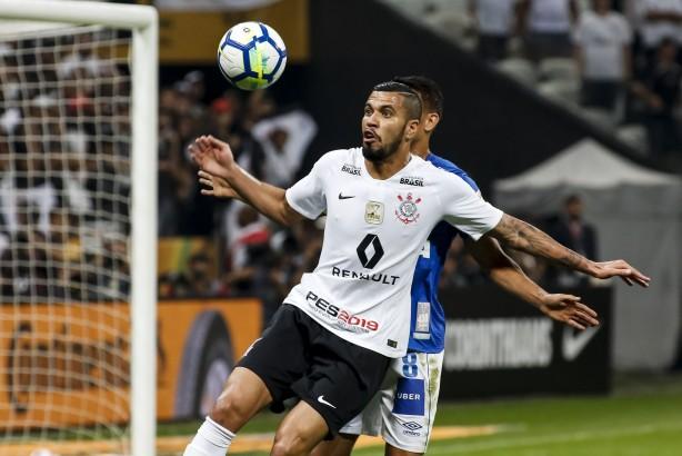 Jô fez quase três vezes mais gols do que os quatro centroavantes do Corinthians juntos em 2018