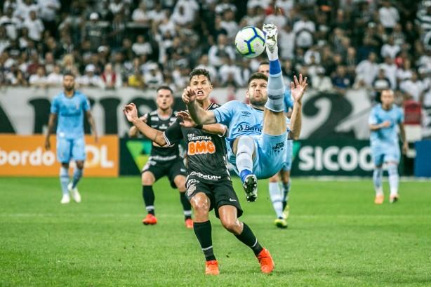 Corinthians e Grêmio não saíram do zero em Itaquera