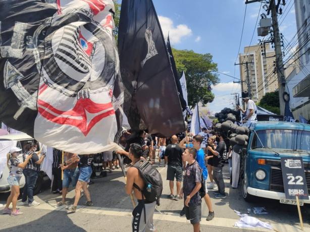Nervosismo, insatisfação total e torcida dividida: Fiel repercute eleição  do Corinthians nas redes