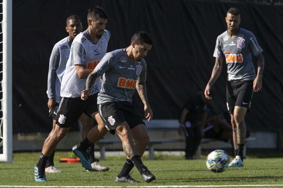 Corinthians barra pedido de Tiago Nunes por novo lateral direito