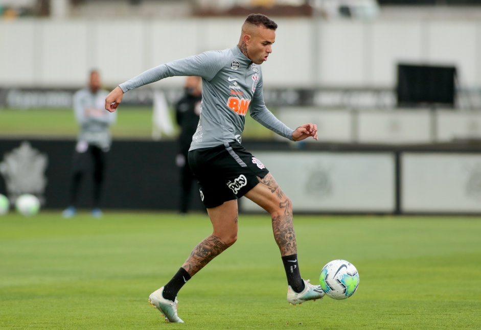 Luan segue sem convencer com a camisa do Corinthians