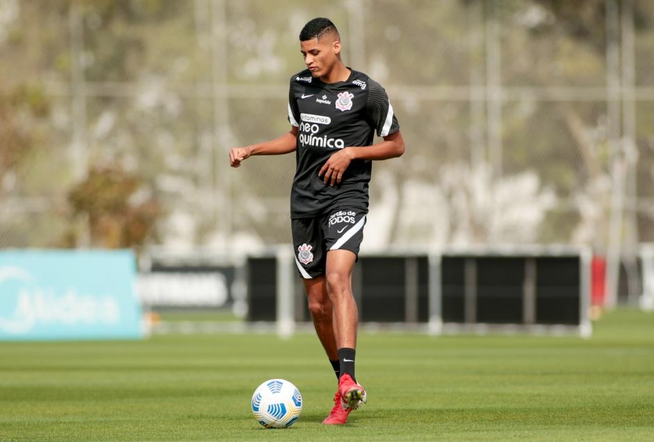 Corinthians fica próximo de concretizar transferência de Rodrigo Varanda